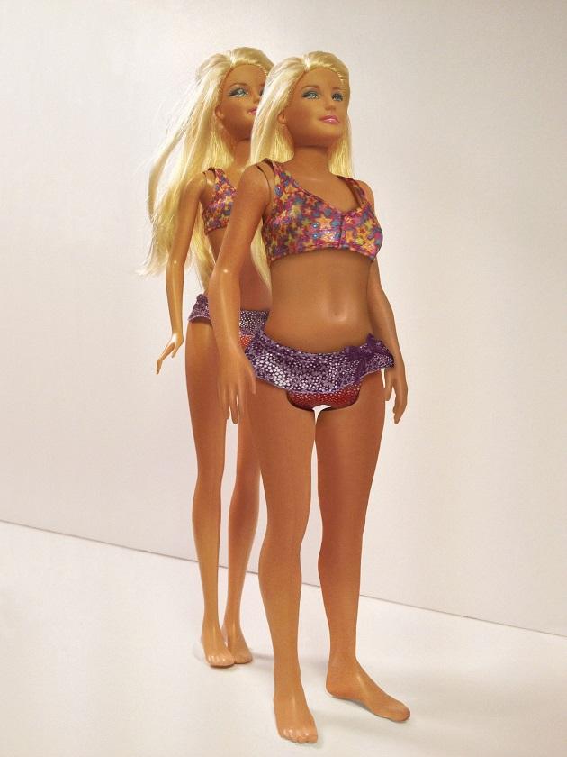 barbie comparada con mujer real