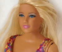 ¿Cómo sería una Barbie con el cuerpo normal de una mujer?
