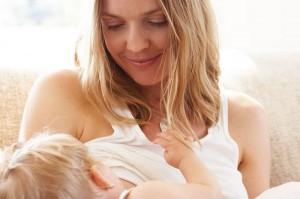 madre-amamantando-a-su-hijo-amamantar